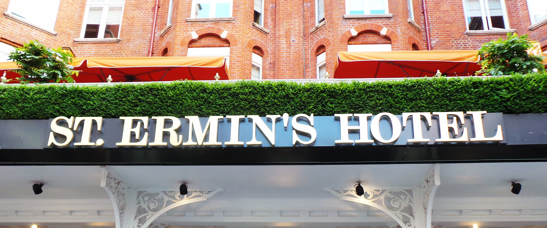 hotel-signs-london-3